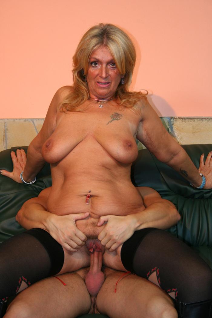 Karishma kapoor nude pussy pics