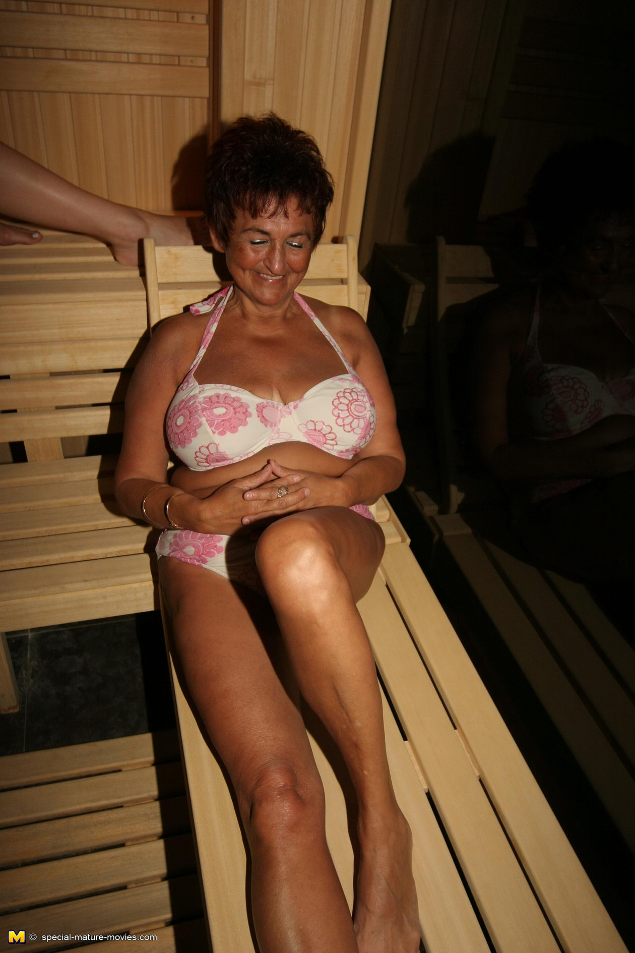 Milf sauna nackt