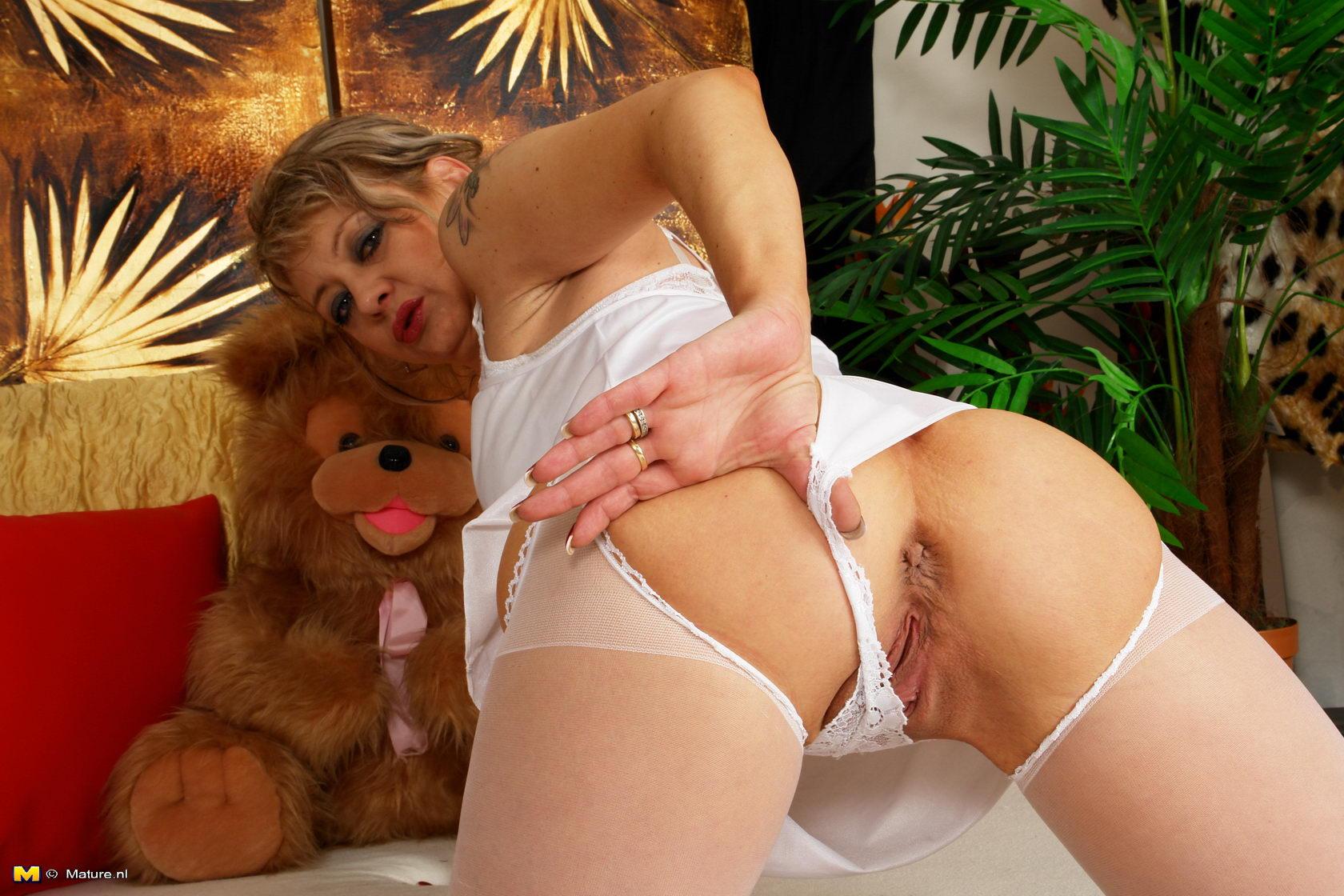 Horny mature fucks her wet pussy