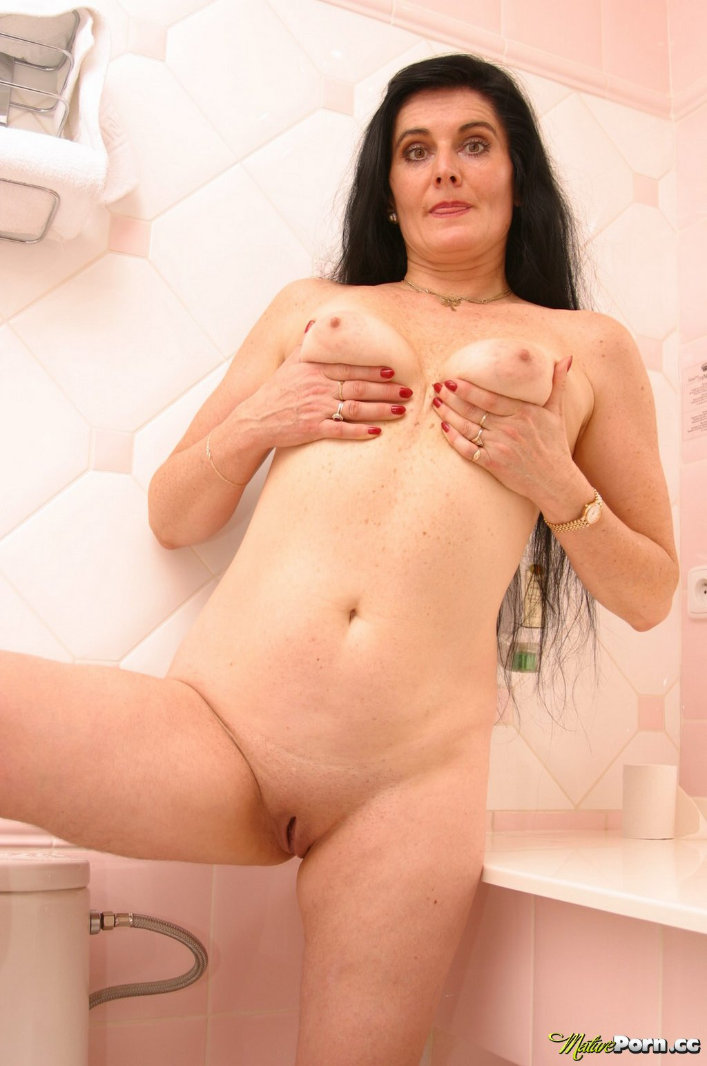 shaved pussy brunette Mature