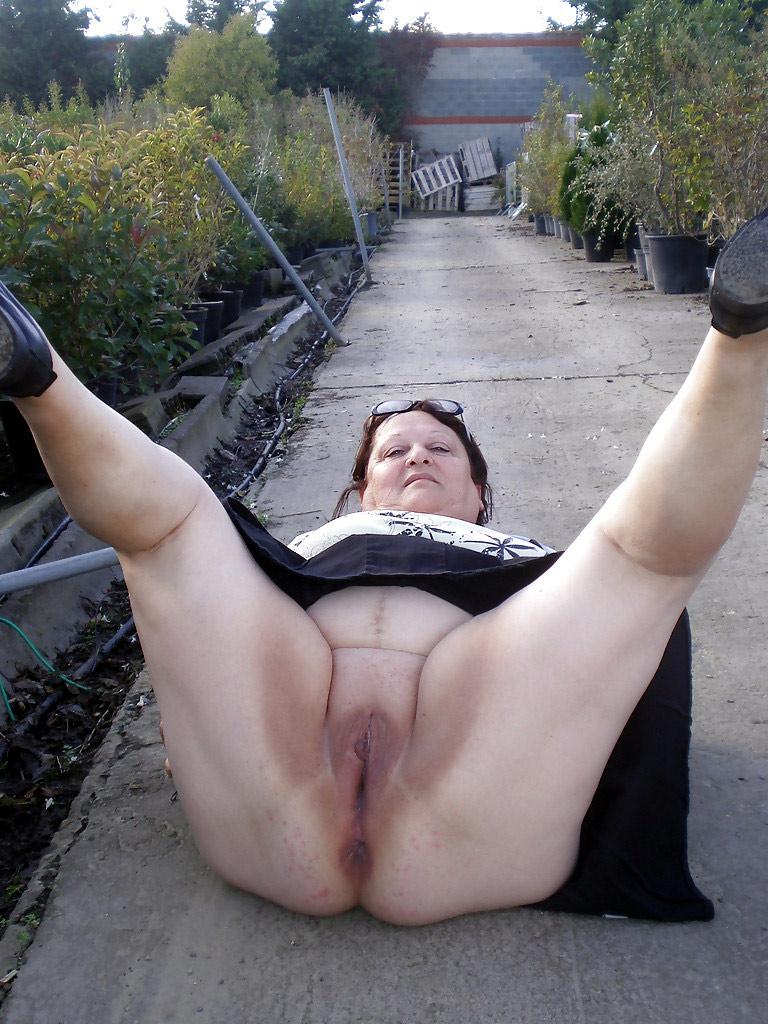 naked mature saggy tits